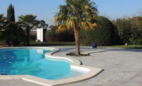 Terrasse piscine en béton matricé Les Gonds près de Saintes